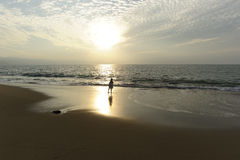 Пляж девушки Стоковое Изображение