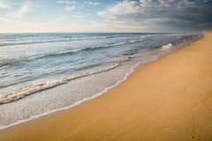 Пляж дезертированный ландшафтом без объектов или людей Стоковое фото RF