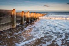 Пляж деревянное Groyne Blyth Стоковые Фото