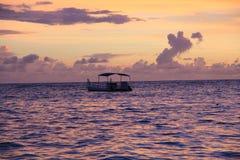 Пляж захода солнца восхода солнца заволакивает небо, море, океан Стоковая Фотография RF