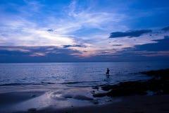 пляж захода солнца на Trad Стоковые Фото