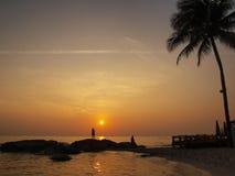 Пляж захода солнца. Стоковая Фотография RF