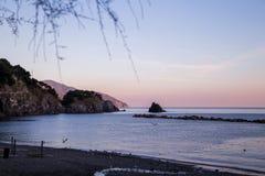 Пляж захода солнца Monterosso Стоковые Изображения