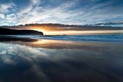 Пляж залива Sandwood над заходом солнца Стоковые Фото