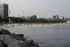 Пляж и Атлантический океан Ipanema в Рио-де-Жанейро Стоковое Изображение RF