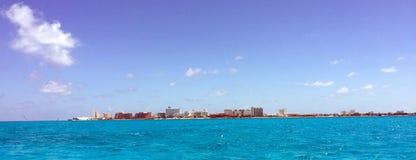 Пляж и бечевник Cancun мексиканские: Курорт и гостиница Стоковые Изображения