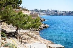Пляж и бирюза мочат на острове Мальорки стоковое изображение
