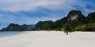 Пляж и гора стоковое фото rf