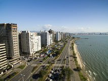 Пляж и здания Beira повреждают Norte/Florianopolis Санта Catar Стоковая Фотография RF