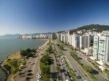 Пляж и здания Beira повреждают Norte/Florianopolis Санта Catar Стоковое фото RF