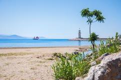Пляж и маяк моря в Alanya, Турции Стоковая Фотография