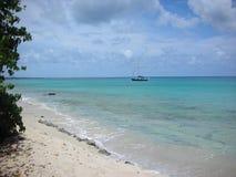 Пляж и море шлюпки Стоковое Фото