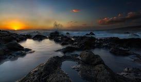 Пляж и небо захода солнца Стоковая Фотография