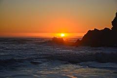 Пляж и небо захода солнца стоковые изображения rf