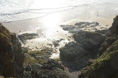 Пляж и скала в Франции Стоковые Фото