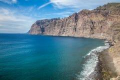 Пляж и скалы в Лос Gigantes Стоковое Фото