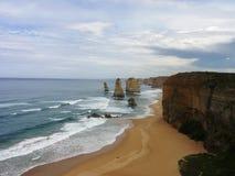 Пляж и скалы Стоковое Изображение