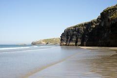 Пляж и скалы Ballybunion во время отлива Стоковое Фото