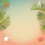 Пляж и тропическое море с ладонями Стоковое Изображение RF
