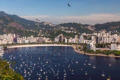 Пляж и Guanabara Botafogo преследуют, Рио-де-Жанейро, Бразилия Стоковое Изображение