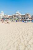 Пляж и Kurhaus в Scheveningen, Гааге, Нидерландах Стоковое фото RF