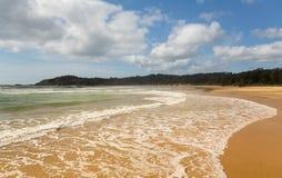 Пляж как раз к северу от Coffs Harbour Австралии Стоковые Фотографии RF