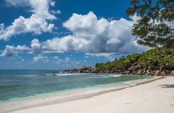 Пляж кокосов Anse тропический, остров Digue Ла, Сейшельские островы Стоковое фото RF