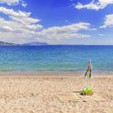 Пляж концепции лета с облачным небом Стоковые Фотографии RF
