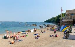 Пляж Корнуолл Англия Великобритания Cawsand на полуострове Rame обозревая звук Плимута стоковые изображения rf