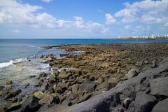 Пляж Лансароте скалистый Стоковая Фотография RF