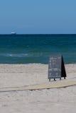 Пляж, море и грузовой корабль Стоковая Фотография RF