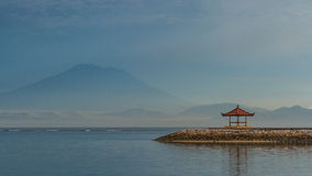 Пляж на восходе солнца, Бали Sanur, Индонезия Стоковое фото RF