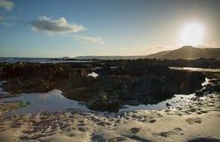 Пляж на заходе солнца в Корнуолле, Англии Стоковая Фотография RF
