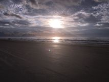 Пляж на заходе солнца Стоковое Изображение RF