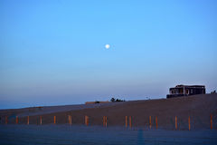 пляж над заходом солнца Стоковое Изображение RF