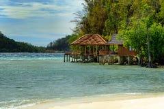 Пляж на острове Bolilanga Острова Togean Стоковое Изображение