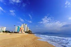 Пляж на утре, Вьетнам города Nha Trang Стоковые Изображения RF
