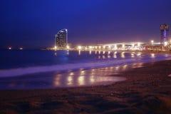 Пляж ночи Барселоны Стоковые Фотографии RF