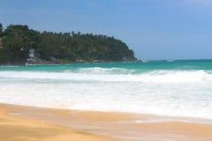 Пляж океана тропический с белым песком Стоковое Изображение RF