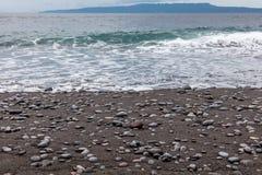Пляж отработанной формовочной смеси в Padangbai, острове Бали, Индонезии Стоковая Фотография