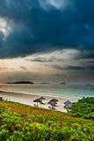 пляж пасмурный Стоковая Фотография