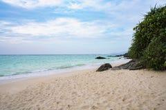 Пляж песка и море Стоковые Фотографии RF