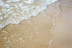 Пляж песка с волной Стоковая Фотография