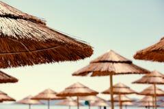 Пляж покрывать парасоли Стоковое Изображение RF