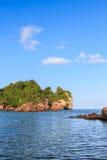 Пляж предпосылки каменный, Стоковые Изображения RF