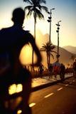 Пляж Рио-де-Жанейро Бразилия Ipanema тротуара пути велосипеда Стоковое Изображение