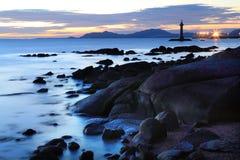 Пляж рифа Китая sanya на заходе солнца Стоковая Фотография RF
