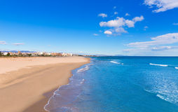 Пляж Сагунто в Валенсии в солнечном дне в Испании Стоковое Фото