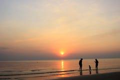 Пляж семьи Стоковые Изображения