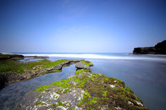 Пляж серии Tanah на Бали, Индонезии Стоковое фото RF
